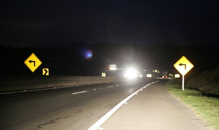 Como dirigir a noite