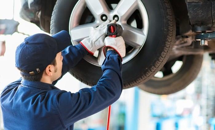 como fazer rodízio de pneus