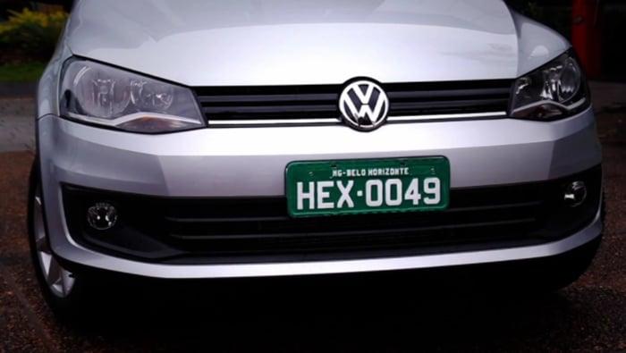 placa verde de veículo