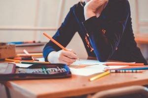 Quantas horas de aula teórica na autoescola por dia.